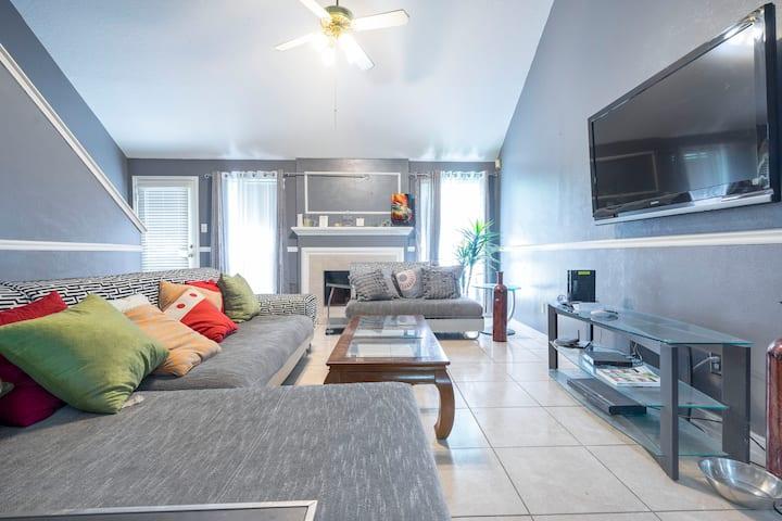 Gessner house R1 Clean, serene and relaxing room.