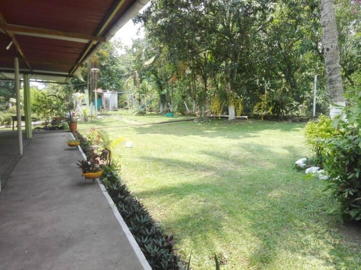 Casa con área verde (Eventos, camping, reuniones)