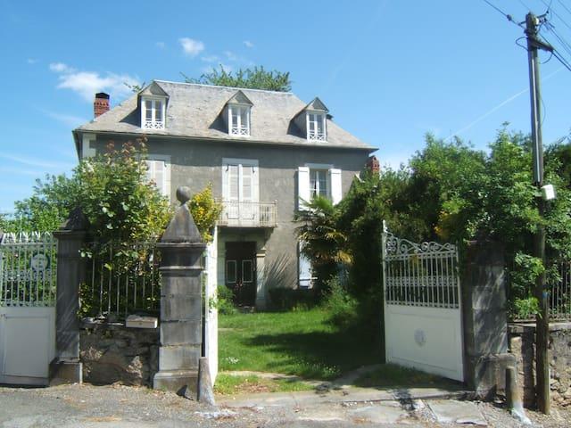 La Serre, grande maison  de 1904. - Laborde - House