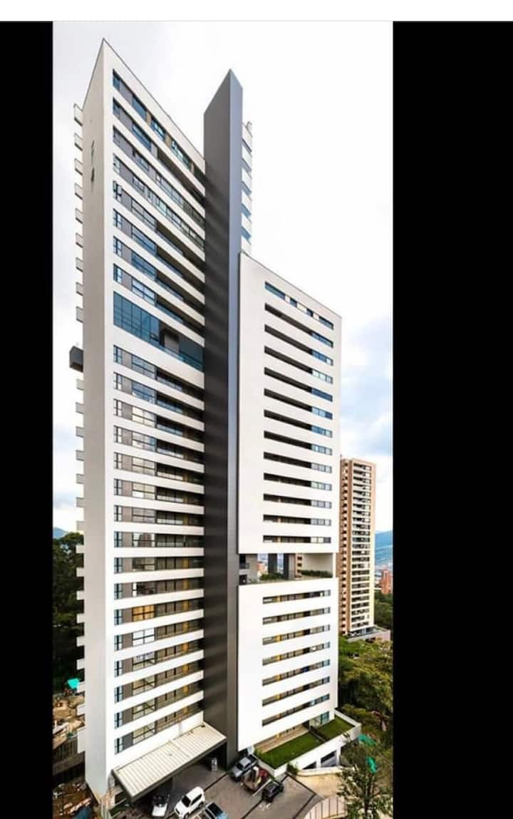 """Poblado 5 stars Loft/Prime Location, great view"""