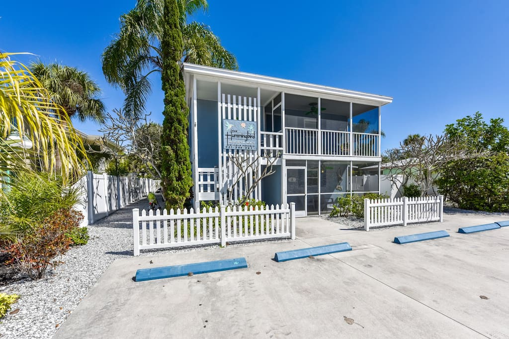 1 Bedroom Just Steps From The Beach With Pool Apartments For Rent In Siesta Key Florida