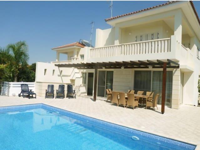Beachfront Villa 3 bdr - Pyla - Hus