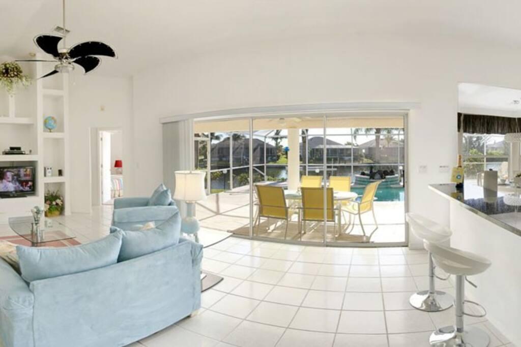 Open spacious livingroom