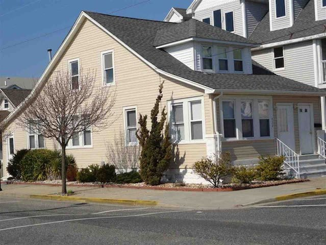 1/2 Block to Boardwalk/Beach 2 Blocks Dog Park - Wildwood - Apartment