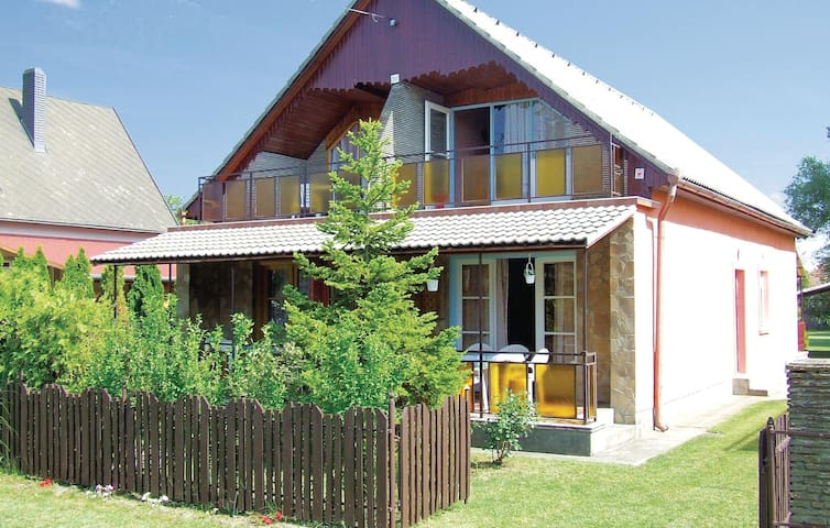 Semi-Detached with 2 bedrooms on 60m² in Balatonfenyves