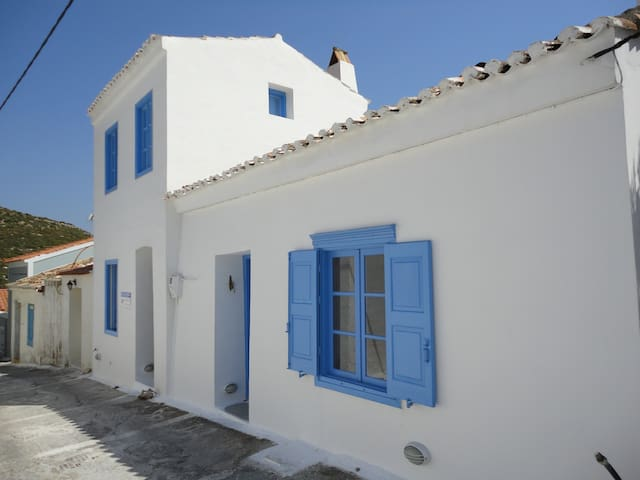Seaview village house Hora, Samos  - Chora - บ้าน