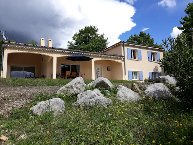 Villa en Drôme Provençale, piscine privée, 7 pers.
