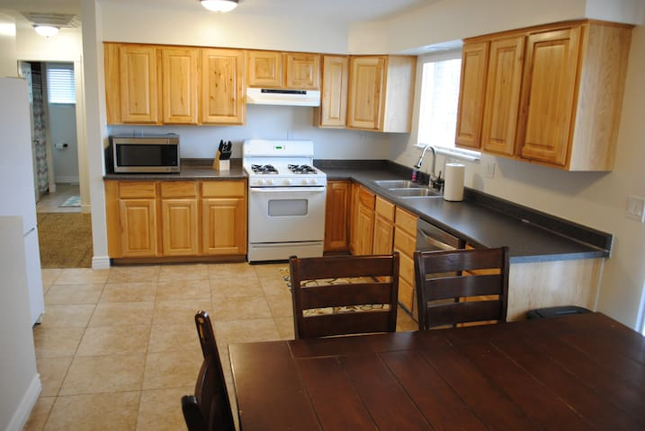 Sleeps 10! Cozy & Newly Remodeled.  Best Value. - Riverton - Outro
