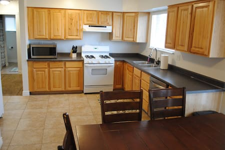 Sleeps 10! Cozy & Newly Remodeled.  Best Value. - Riverton - Egyéb