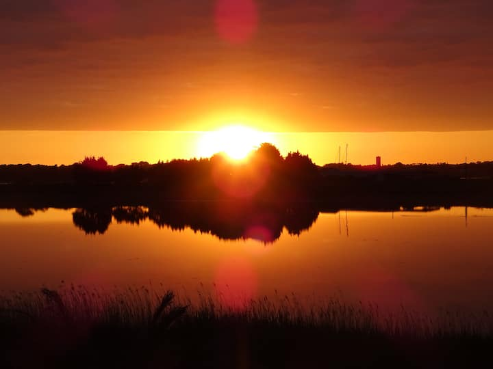 Maison vue sur l'étang de Kermor à l'Ile Tudy