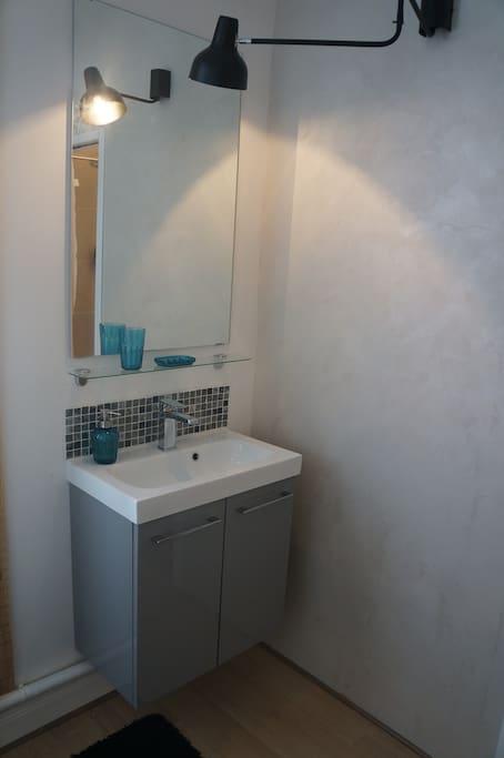 lavabo et miroir