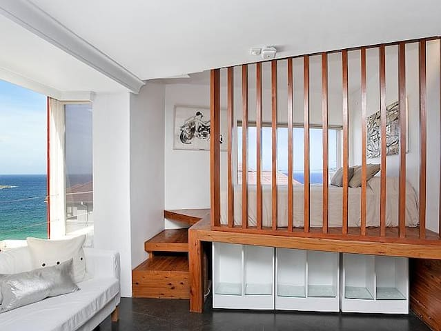 Stunning Bondi Beach Pad with Ocean Views - Bondi Beach