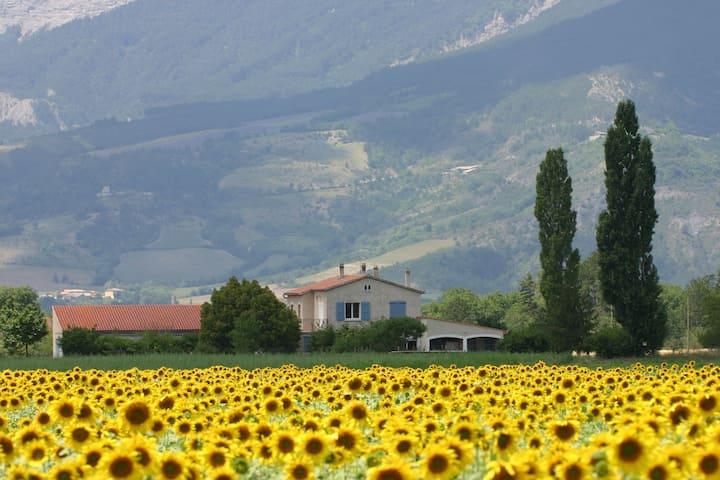 Drôme: Comfortabel en Ruim  2-Persoons Appartement