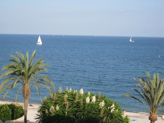 Amazing Seafront, 3B/2Bth, wifi, UK TV in Altea