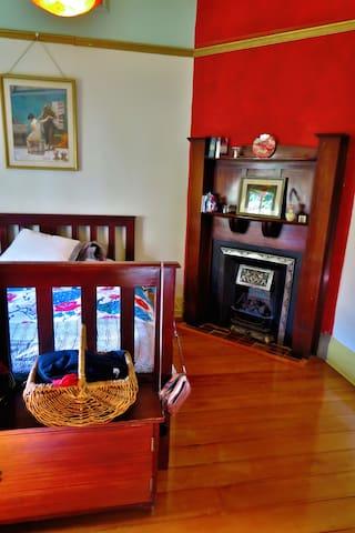 Lovely bedroom in Brunswick