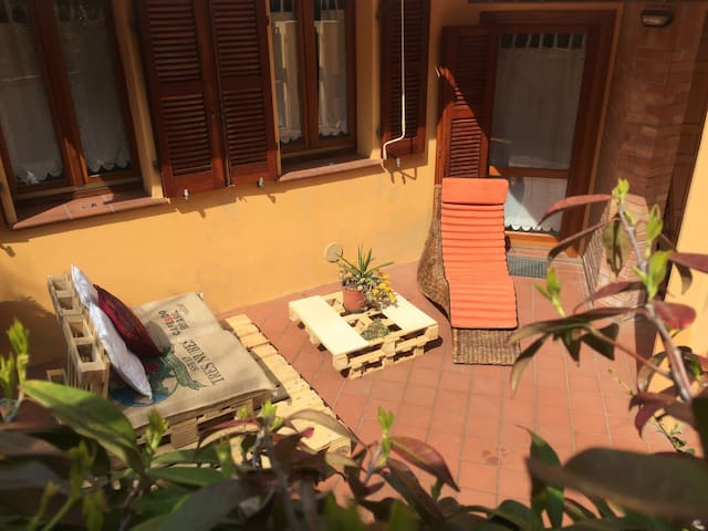 Sunny Apartment with Lounge Garden - Falconara Marittima - Apartamento