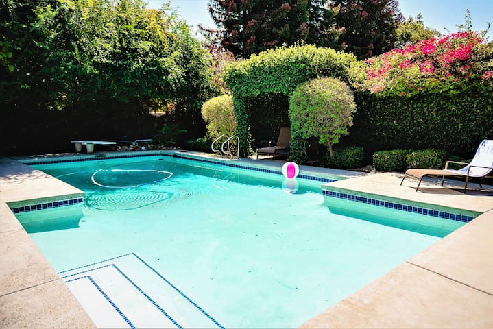 Charming L.A. Oasis Home With Pool-Great Location