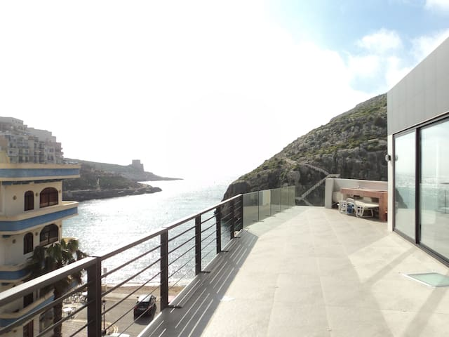 Duplex Penthouse with 60m² terrace - Xlendi - Byt