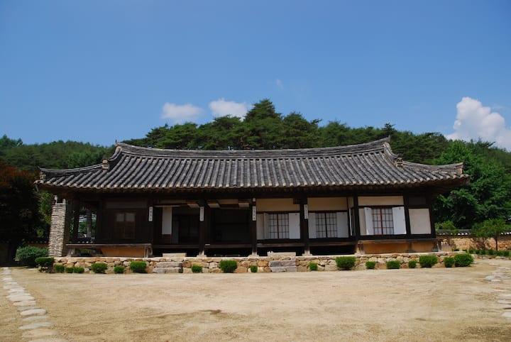 Seong-am noble House : sang bang(upper room)