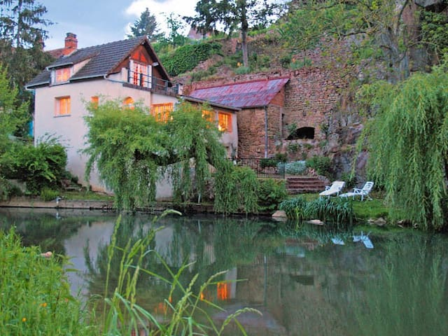 2 Bed, 3 Bath Riverfront House in Burgundy - Semur-en-Auxois - Hus
