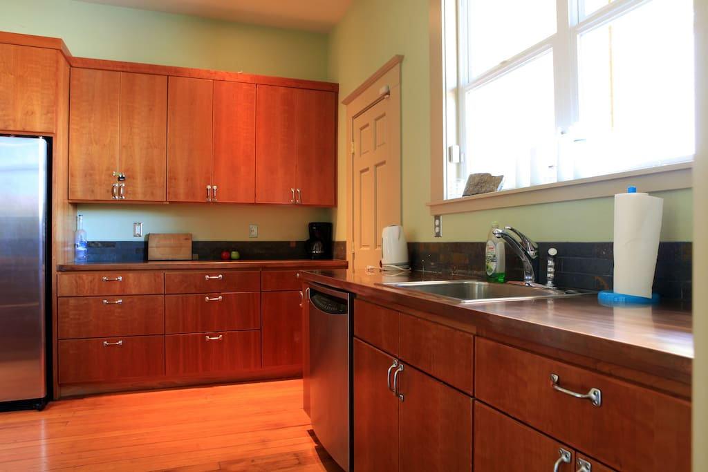 Full kitchen with on-site washer/dryer
