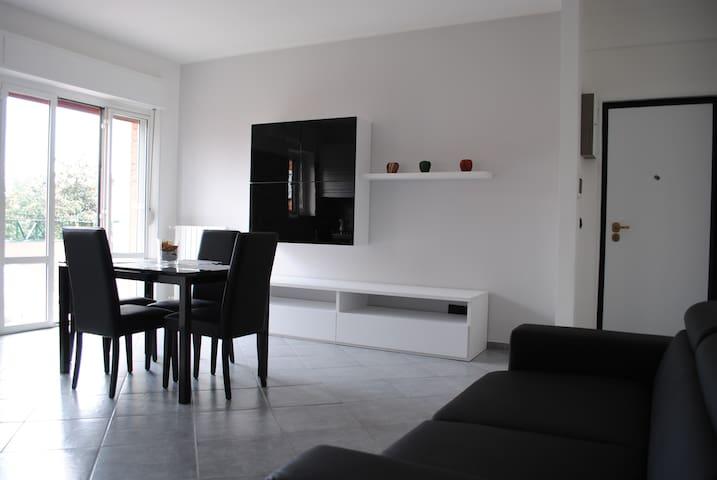 LUMINOSO BILOCALE  - VICINO MILANO - Millepini - Lägenhet