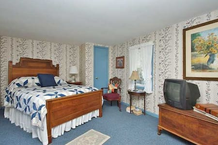 """The """"Sow's Ear"""" Apt. 2 