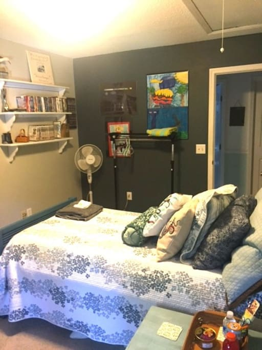 Blue room: Full size bed