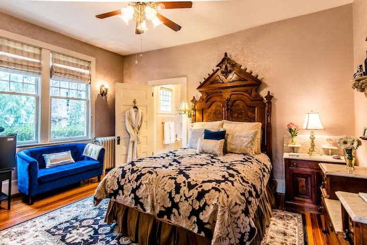 Beautiful room in historic Bed & breakfast