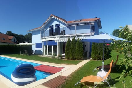 Leon's Holiday Homes: Villa 1