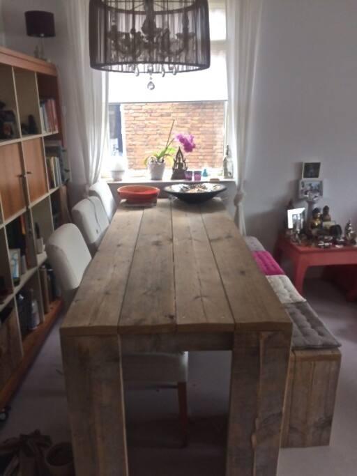 Woonkamer met grote eet tafel