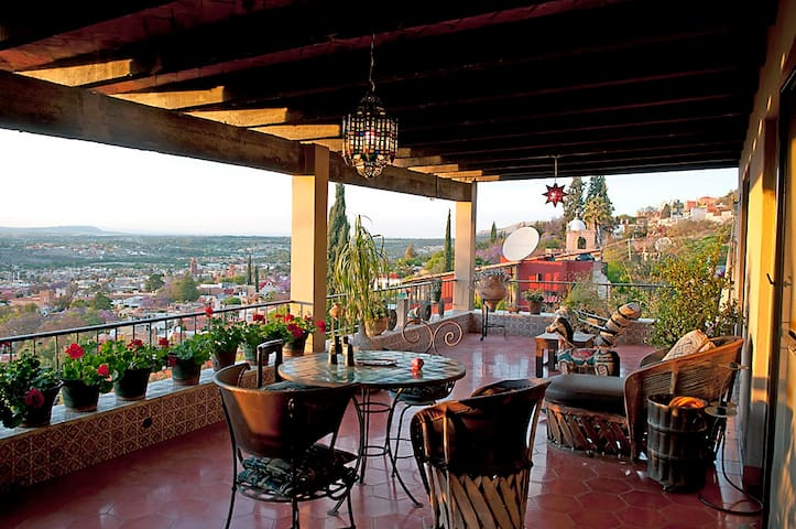 Artist's House with View to Die for - San Miguel de Allende - Casa