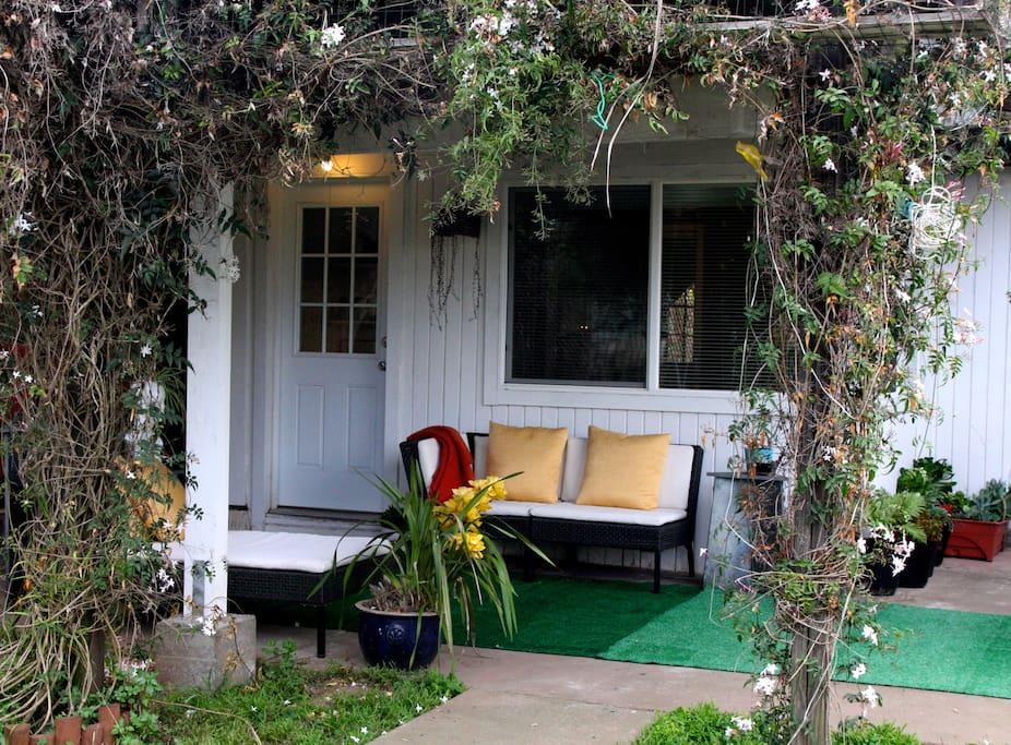 cute cottage facing sunny backyard houses for rent in san francisco
