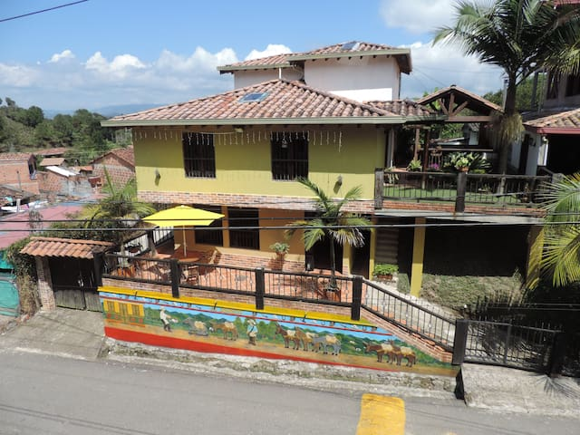 Great house in Guatapé! - Guatape - Hus