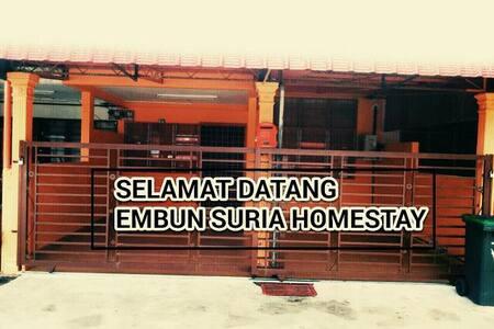 Embun Suria Homestay (012-4565040)  - Haus