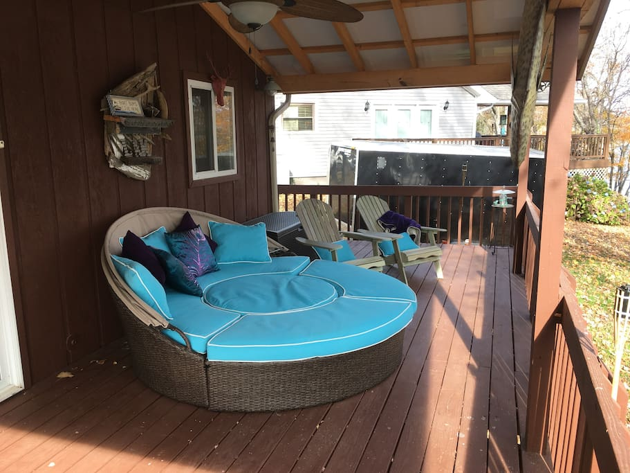 Large comfortable daybed on deck. Nice place to sleep on warm nights.