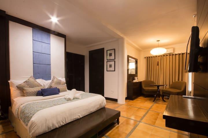Elegant Beach House Deluxe Room