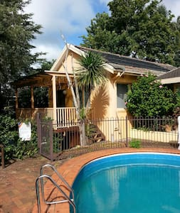 SYDNEY-LARGE FLAT-EXCELLENT VALUE! - St Ives