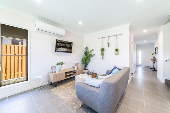 Theme Park Central Gold Coast, Large Home Coomera