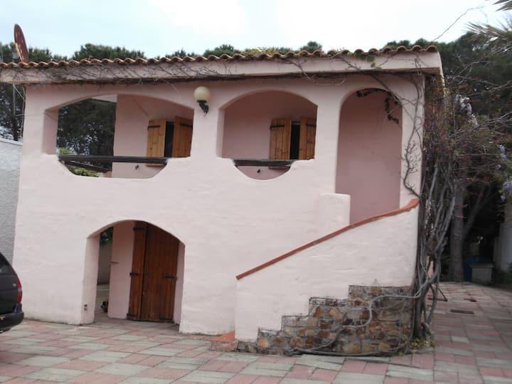 La casina rosa a 150 MT dal mare