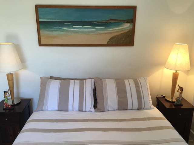 Comfy queen size bed, fresh linen & towels supplied