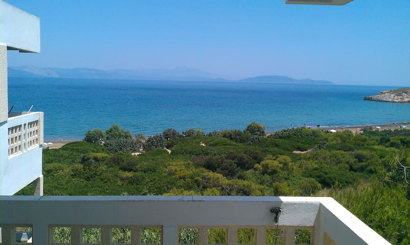 Top-floor beach apartment with stunning views - Rafina - Lejlighed