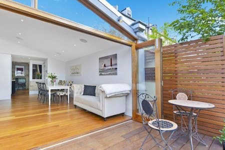 Luxury Colonial Terrace - The Rocks - Millers Point - Rumah