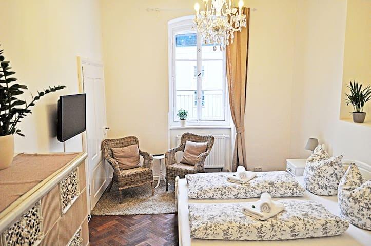Doppelzimmer Gemeinschaftsbad - Passau - Hus