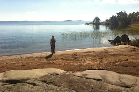 1 hour drive from Sth - beach house - Ljusterö, Östra Lagnö - 树屋