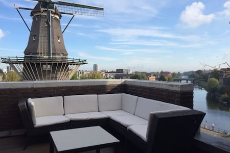 This apartment will surprise and delight you. It has not one, not two but three roofterraces. With beautiful views over the city. It's close to the centre on the upcomming east side of amsterdam. You'll just fall in love with it