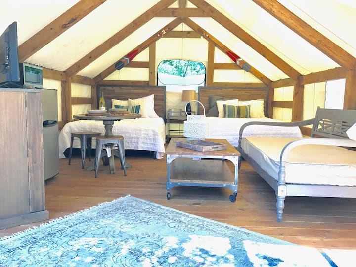 Stylish Glamping @ Geronimo Creek Retreat! Insulated, AC&Heat w/ Kitchenette!