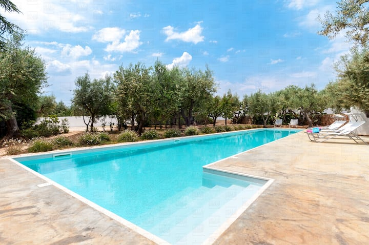 HelloApulia Torre Tavarello: Charming Villa with Pool