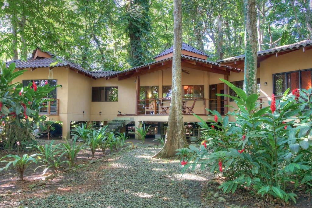 Casa koda 3br beachfront house in tranquil area houses for Costa rica rental houses