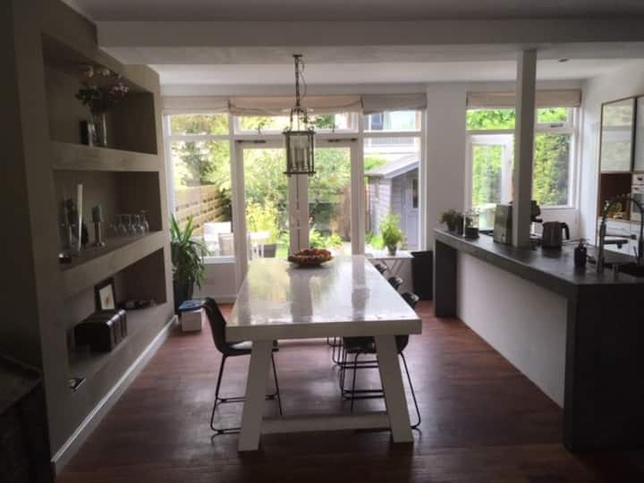 Charming modern family house bordering Rotterdam